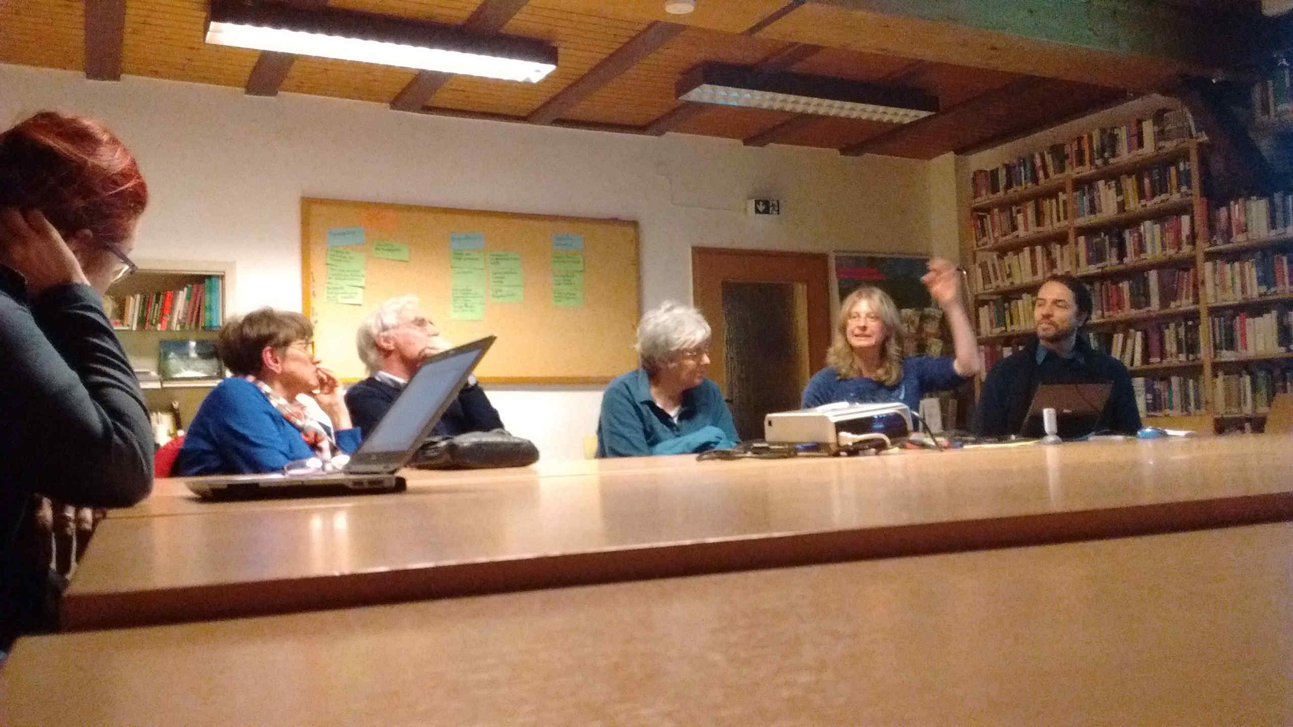Jutta Machado na moderação da discussão